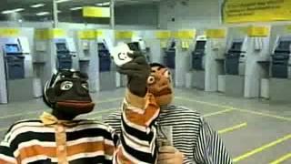 Nas Garras da Patrulha - Tizil e Boca de Penico tiram um selfie durante assalto a banco e...