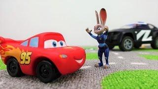 Araba oyunları - McQueen araba şehri kargaşaya getirdi