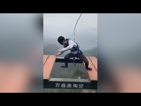 High-altitude theme park in China's Chongqing City becomes popular with daredevils. Dare to try?