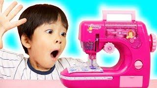 옷이 무지개 색으로 변한다고!? 마슈의 신기한 재봉틀 장난감 놀이! Mashu and Vlad playing with Magic Toy Sewing machine!