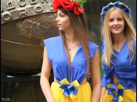 Украинский университет устроил торжество с участием обнаженных девушек и духовенства