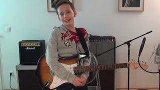 """https://www.gitarren-chef.de Die E-Gitarrenschule für Kinder, die E-Gitarre spielen: Jimmy! Der Gitarren-Chef. Hier könnt ihr """"Alle meine Entchen"""" spielen un..."""