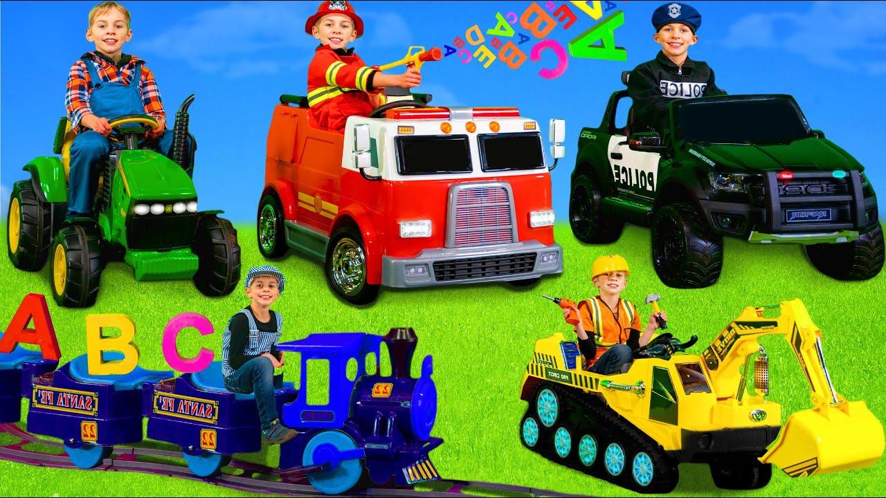 Çocuklar ekskavatör, polis arabaları, traktör, tren ve itfaiye aracı oyuncakları ile öğrenir