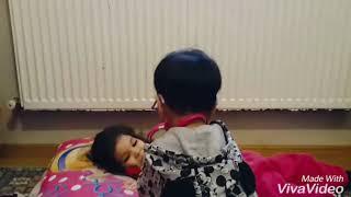 Doktor Ali ablası Ebrar ile doktorculuk oynuyor 😅