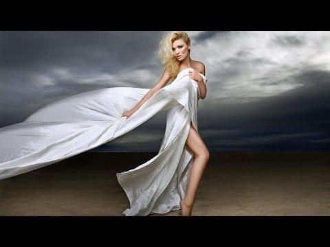 Baixar Fashion Photo Shoot with Model on the Beach