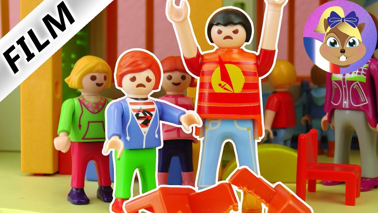 Film Playmobil - Cet enfant est trop grand? Un bagarreur au jardin  d\'enfants! Famille Brie
