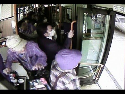 神戸三宮ビル足場倒壊の瞬間/みなと観光バス提供