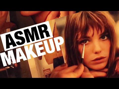 АСМР МАКИЯЖ И РАСЧЕСЫВАНИЕ ЖУРНАЛА. БЛИЗКИЙ ШЕПОТ. ASMR Applying Makeup To Magazines. Hair Brushing.