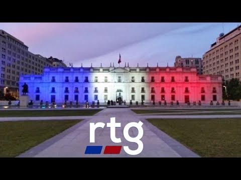 """La Moneda se iluminó """"en memoria de las víctimas de los atentados de París"""