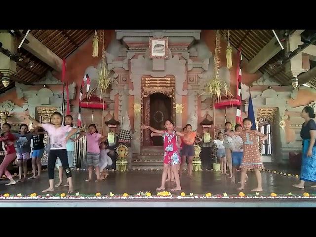 Balerung Stage Peliatan / Latihan Tari Kelinci