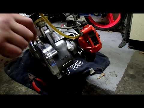 Bremsen Set für Daelim S300 Roller Beläge Flüssigkeit vorne hinten DOT4
