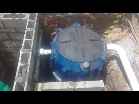 instalação-do-biodigestor-e-caixa-de-descarte-com-carvão,-areia-e-brita.-parte-3