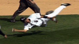 Iguchi makes an incredible throw while falling 井口資仁 検索動画 13