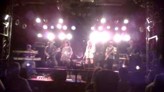 2011.9.11 苫小牧さいとう楽器でのライブ.