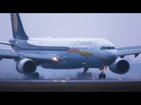 B777 & A330 Jet Airways Low visibility landings, use reverse thrust on a rainy morning.