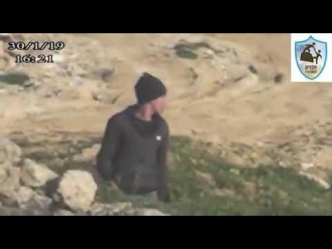 צפו: פורעים גלויי פנים מיידים אבנים לעבר יהודים ולא נתפסים