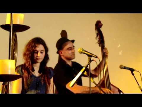A Kiss to Build a Dream On - Andrea Motis & Joan Chamorro trio (live from Sant Cugat)