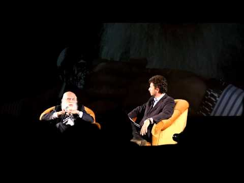 James Randi sale sul palco (Milano 2012) 1-5