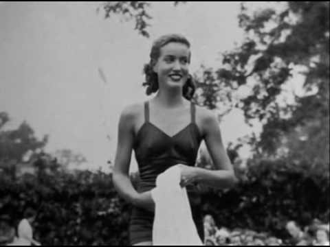 Grey gardens 1975 trailer para salas v o s e youtube - Grey gardens documentary watch online free ...