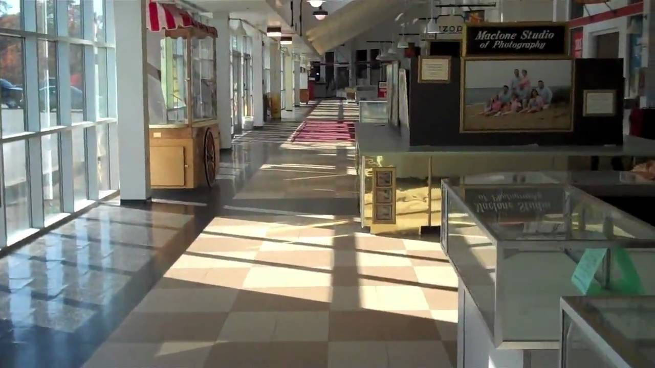 Dead Mall: The Cape Cod Factory Outlet Mall, Sagamore, MA ...
