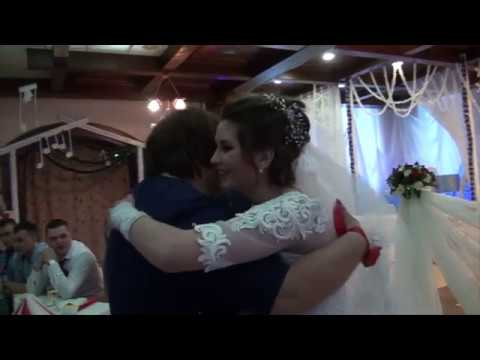 Мама жениха песней довела до слез гостей на свадьбе!