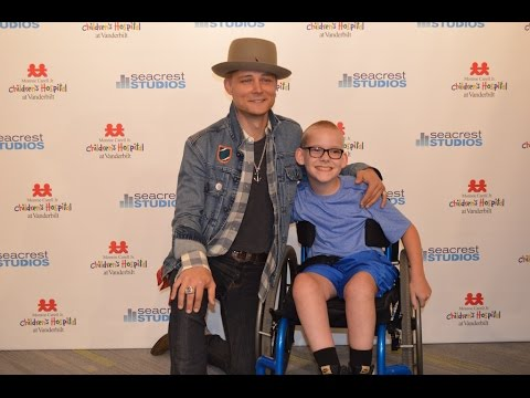 Frankie Ballard Sings 'Young and Crazy' With Patient In Seacrest Studios
