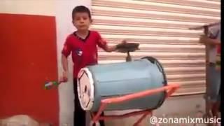 Mira el ingenio de estos niños al construir sus propios instrumentos musicales