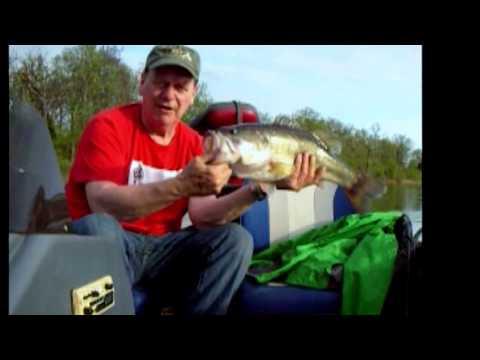 Catching Big Bass at Cedar Creek, Huge Largemouth at :45 Seconds!