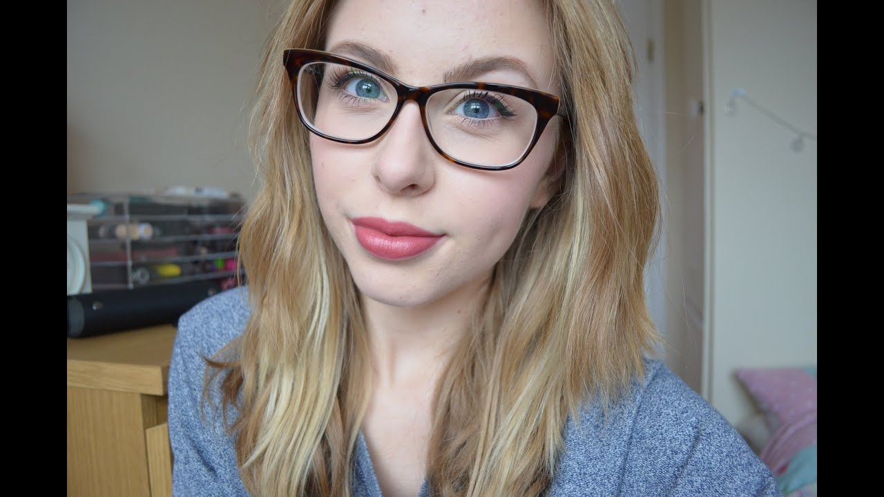 how to keep glasses from smudging makeup