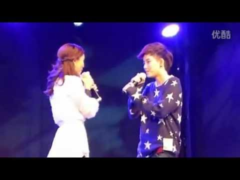 Tina and Aom singing Sob ta