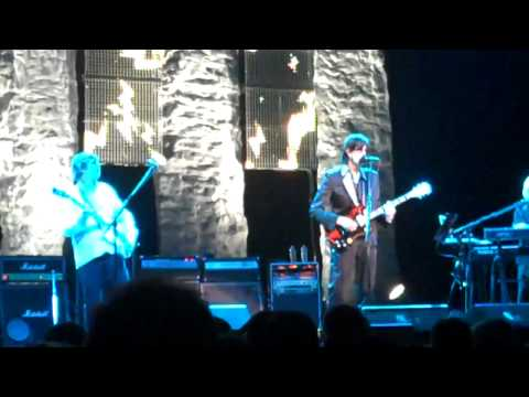 "Oakland Fox Theater 5-13-11 ""Keep On Knocking"" Live"