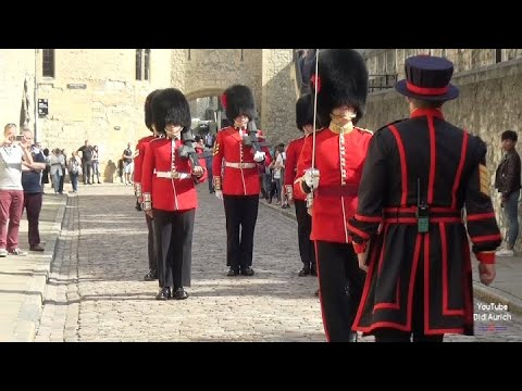 coldstream-tower-of-london-guard-england-make-way-for-queen's-guards-trooping-the-colour-life-guards
