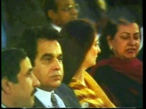 TALAT MAHMOOD sings in presence of DILIP KUMAR