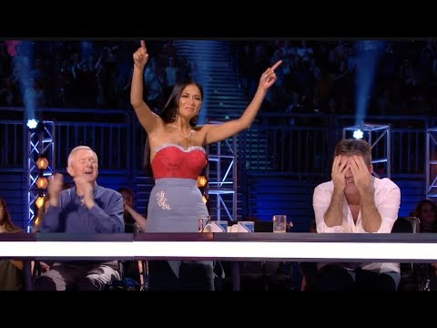 The Crowd Screaming Alisah Name, So Sharon Have To Arrange A Sing Off | The X Factor UK 2017
