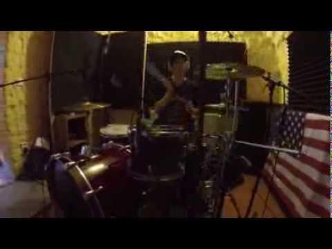 Peťa nahrává bicí! (M2E)
