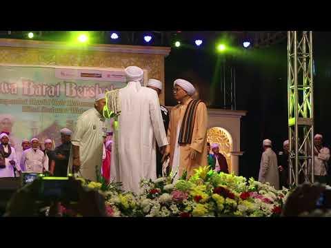 Kedatangan Habib Syekh || JABAR BERSHOLAWAT, Lapangan TVRI BANDUNG 4 November 2017 ||