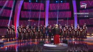 """Lietuvos balsai @ Vilniaus universiteto jungtinis choras atliko muzikinį kūrinį """"Baltas paukštis"""""""