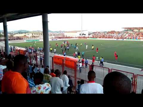Shocking ! Watch Video Of Sunshine Star Fans Beating Match Officials Mercilessly After Defeat In Akure