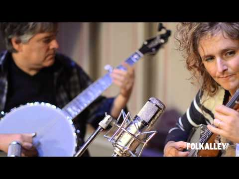"Folk Alley Sessions: Béla Fleck & Abigail Washburn - ""Little Birdie"""