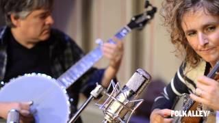 """Folk Alley Sessions: Béla Fleck & Abigail Washburn - """"Little Birdie"""""""