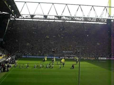 Dortmund vs. Wolfsburg - Spielereinmarsch