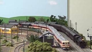 C57 4次型牽引の普通列車とキハ82系特急列車 (HOゲージ)