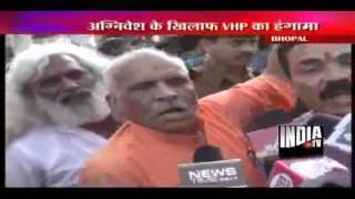 Swami Agnivesh manhandled by VHP activists for Amarnath remark
