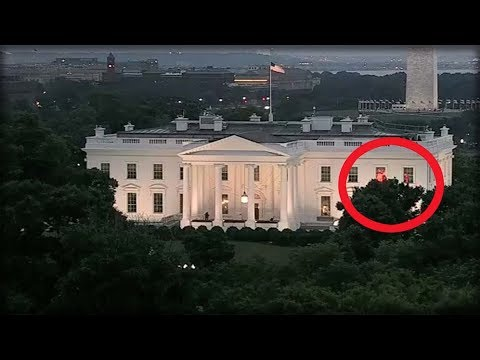 JOURNALISTS FREAKING OUT AFTER SEEING THESE UNEXPLAINED RED LIGHTS IN THE WHITE HOUSE WINDOW