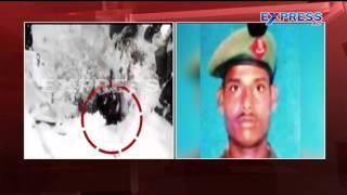 Soldier found alive buried 25 feet under snow on Siachen glacier - EXpress TV