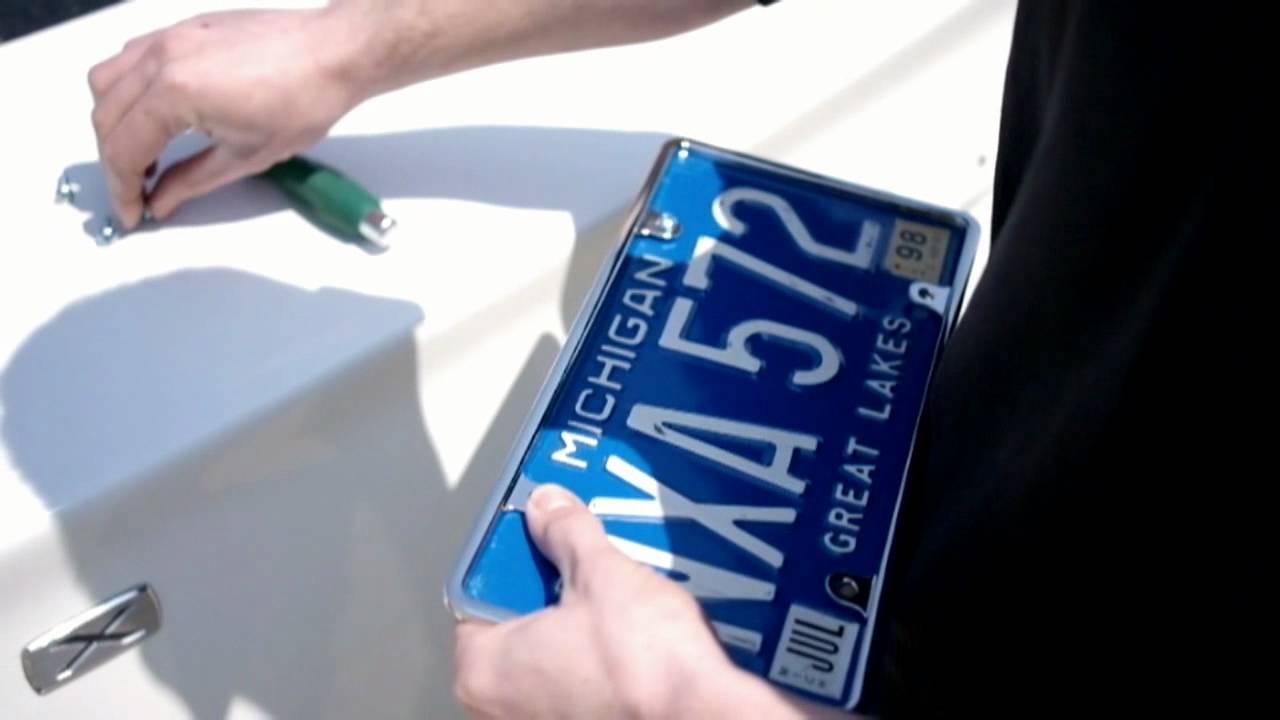 8 сен 2017. Есть продолговатые горизонтальные автомобильные номера по европейскому стандарту для машин и прямоугольные для мопедов и мотоциклов. Но в стране много американских и японских автомобилей, где штатные места под задние номерные знаки имеют другую форму. А еще есть.