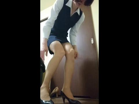 事務服に着替えました。