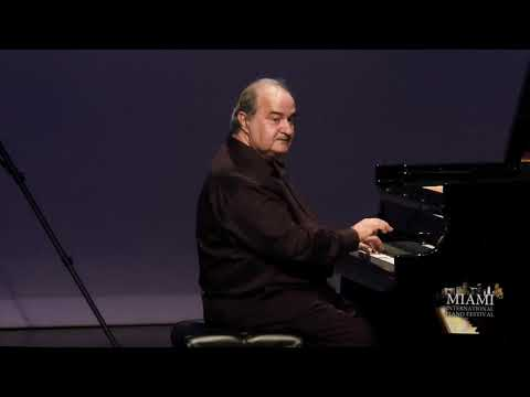 JORGE LUIS PRATS Post Performance Reflections And Encores On The Piano