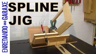 How to make a simple spline miter jig to reinforce miter joints. With this table saw jig is very easy to cut grooves in the corners of the