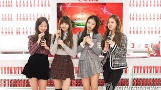 Download Video BLACKPINK @ Coca Cola Giant Vending Machine in Seoul MP3 3GP MP4